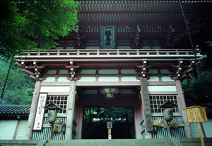 Горные Ворота храма Курама-дэра на горе Курама